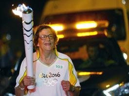 Dieneke Ferguson springer med OS-flaggan i Passo Fundo Brasilien 2016 - Foto: Fernando Soutello