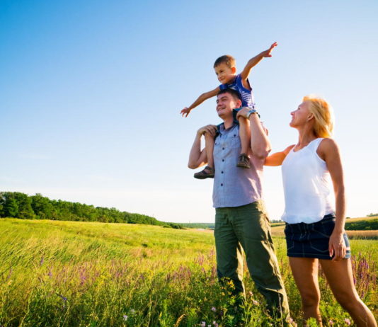Bli friskare och smärtfri genom promenad - Foto: AdobeStock.com
