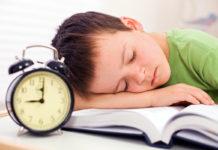 Omställning mellan sommar- och vintertid och barn går inte bra ihop. Foto: Crestock.com