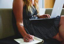 Women, entrepreneur, planning, writing. Foto: StartupStockPhotos.com. Pixabay.com-licens