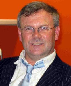 Professor Declan Naughton vid Kingston University forskar på Vitt te. Foto: Kingston.ac.uk