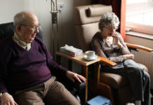 Äldre personer. Elien Dumon. Licens: Unsplash.com (free use)