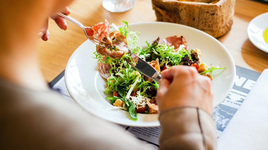 LCHF diet bra om du vill bränna magfett. Louis Hansel. Licens: Unsplash.com