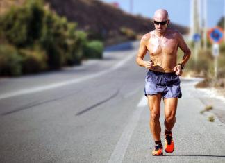 Jogging. Foto: Maarten van den Heuvel. Licens: Unsplash.com