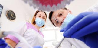 Metaller i tänderna. Tandläkare Foto: Adobe Stock