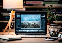 Hemma laptop. Foto: Radek Grzybowski. Licens: Unsplash.com