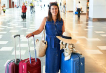 Flygpassagerare på flygplats. Foto: Kraken Images. Licens: Unsplash.com